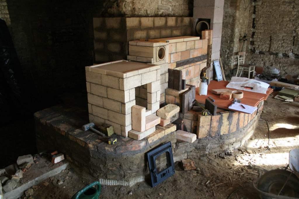 Stavby akumulačních kamen z tradičních materiálů