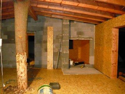 Stavba základové kamnové desky v domu na patkách