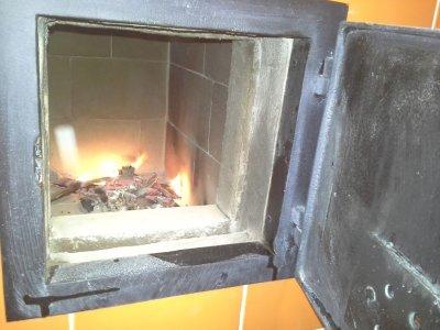 Bezroštové ohniště - Finální úprava prostoru mezi ohništěm a dvířkami